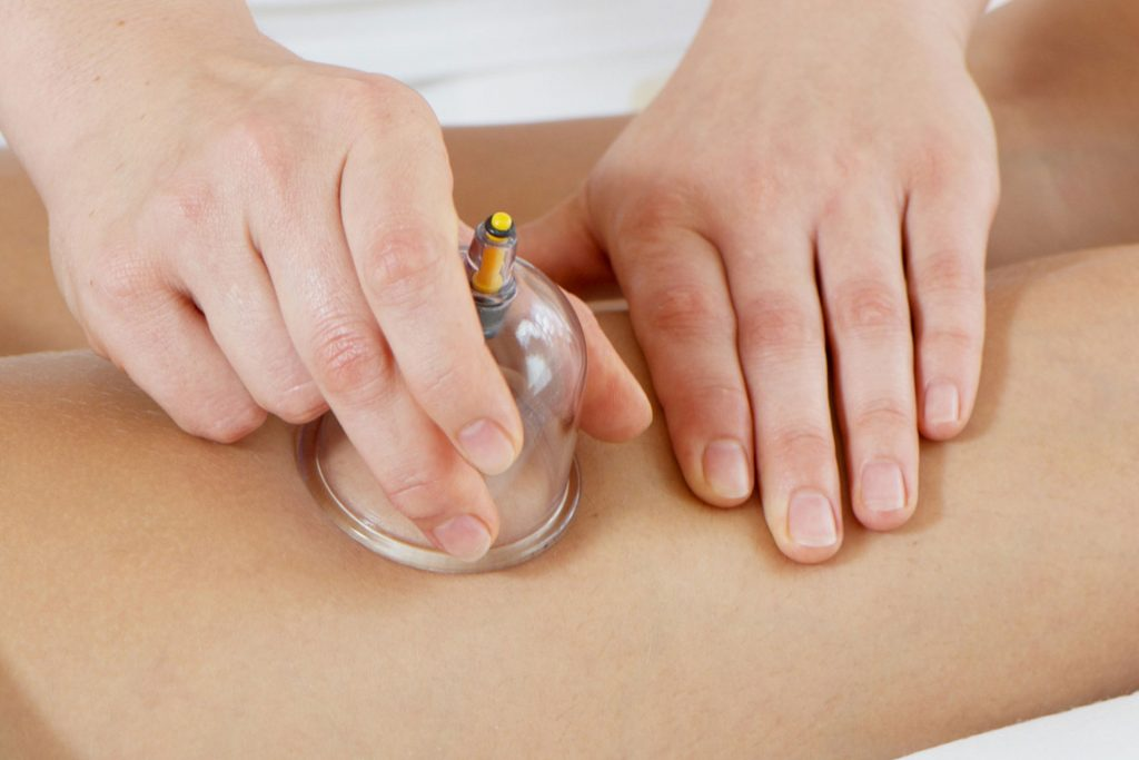 Вакуумный ручной массаж тела в салоне Грааль