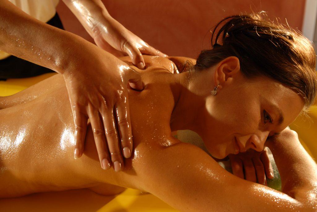 Медовый массаж тела в салоне Грааль