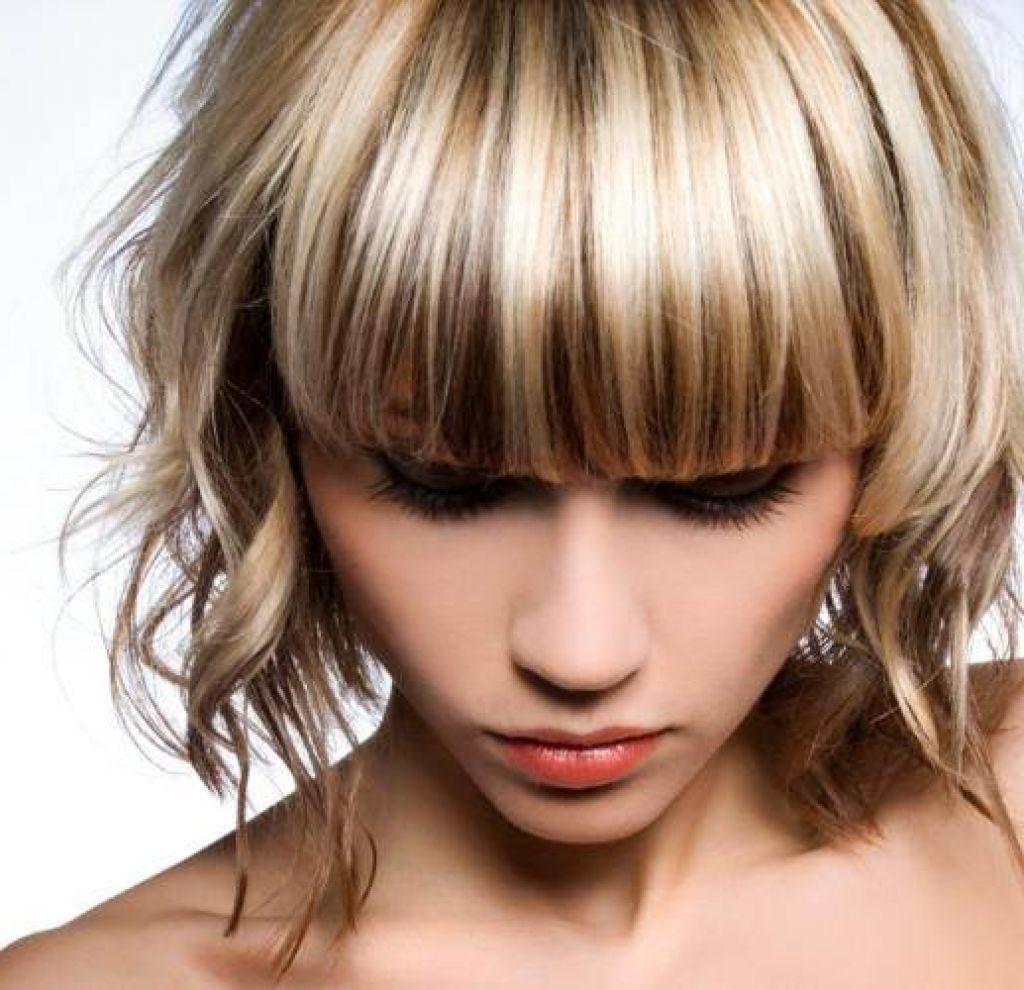Mechas de cabello en el salón de belleza grial