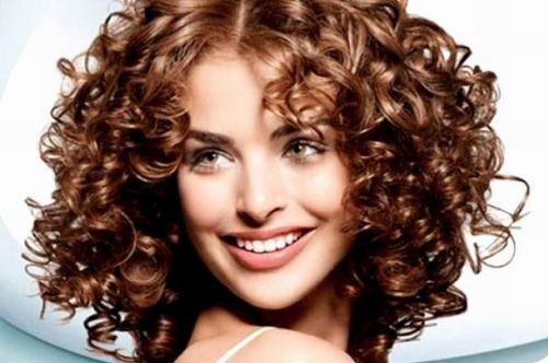 Профессиональная накрутка волос на щипцы в салоне «ГРААЛЬ»